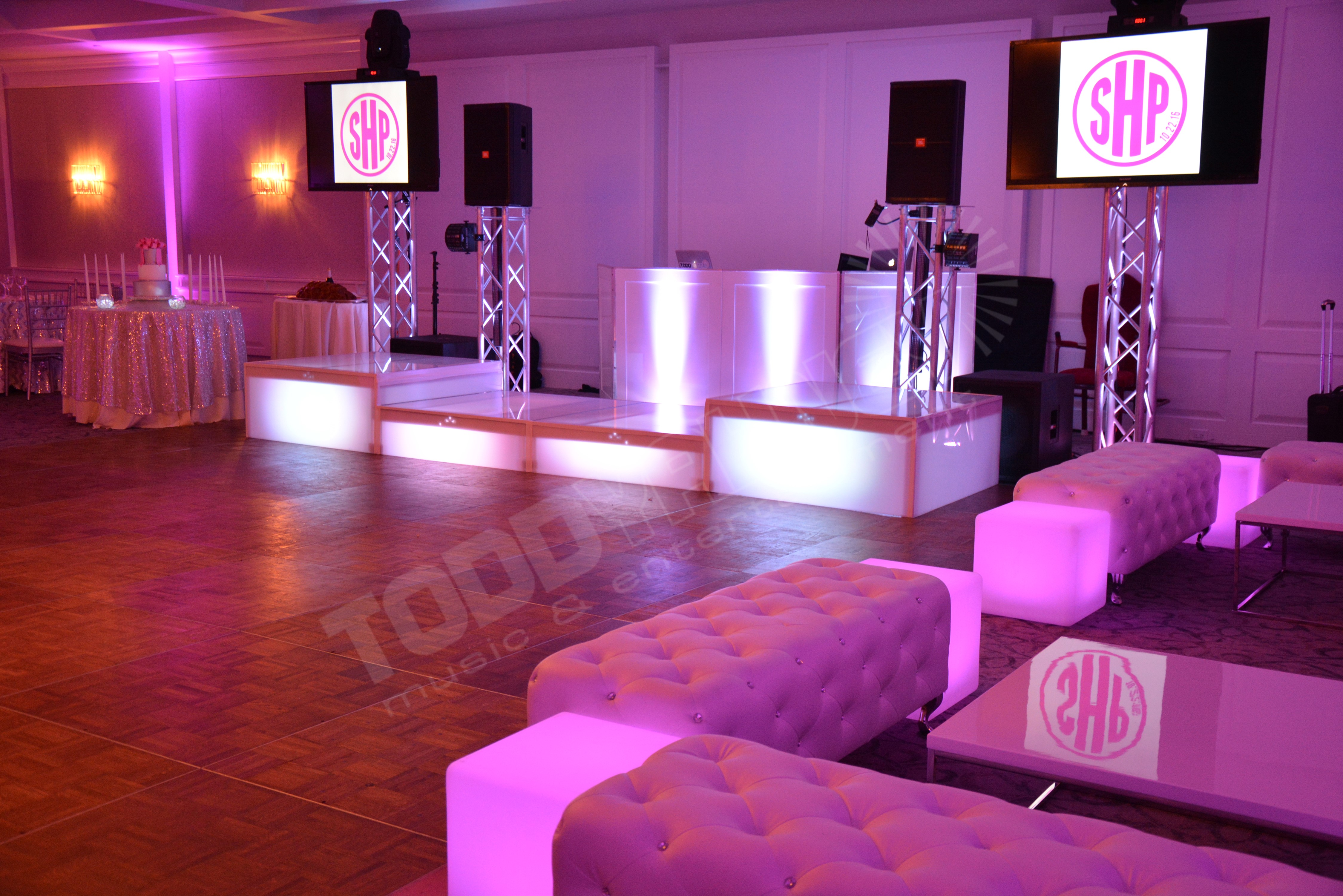 Todd Yahney Entertainment Lounge Decor - Todd Yahney Entertainment